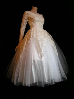 And natch a description Total fairytale a beautiful sparkly 1950s