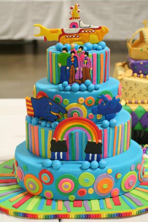 yellow-submarine-wedding-cake