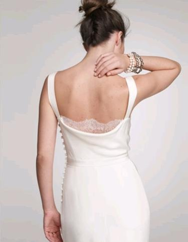 I like the polished and elegant back of this wedding dress more than I like
