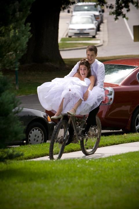 bride-on-bike-3