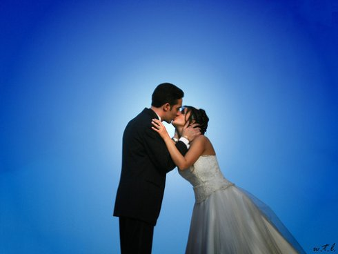wedding-kiss-21