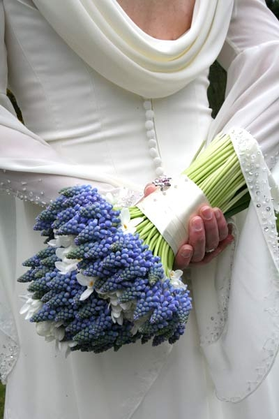 grape hyacinth bouquet paperwhites